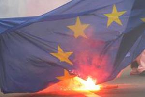Brennender EU-Lappen